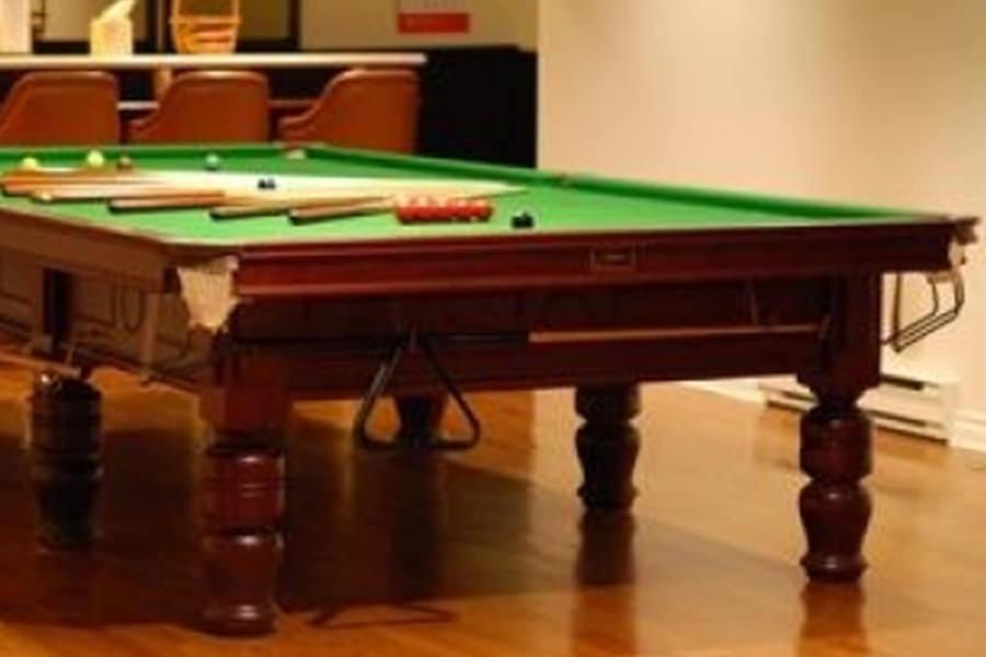 billard snooker bce d 39 occasion billard toulet 100 made in france. Black Bedroom Furniture Sets. Home Design Ideas