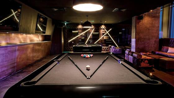 the-blacklight-billard-toulet-full-lacquer-black-billards-room